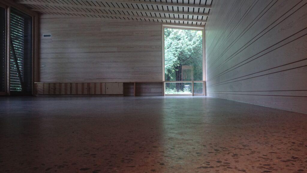 Speciallavet trapezformet glasparti fra Madsen Vinduer & Døre