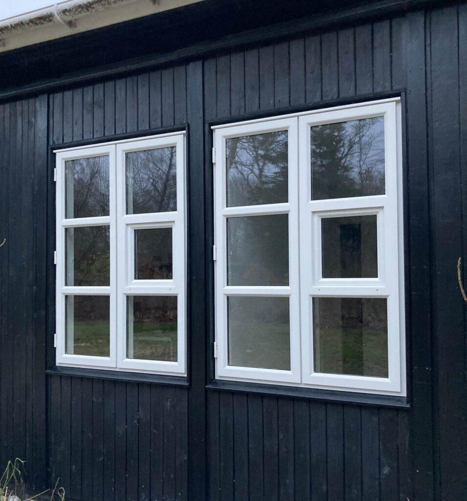 Historiske vinduer fra 2. verdenskrig genskabes af Madsen Vinduer og Døre ved istandsættelse af sommerhus
